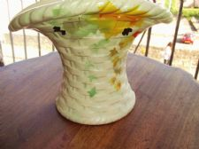 ART DECO PRETTY POTTERY WALL POCKET VASE PALE GREEN BASKET WEAVE LEAVES